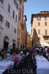 Рим.  В Италии,как впрочем в Европе,очень любят открытые кафешки,наслаждаются пищей на воздухе,пьют,едят,общаются и никуда  не  спешат!По дороге к  Пантеону ...