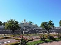 Август, наверное, один из лучших месяцев для посещения Ломоносова: розы цветут, солнышко греет