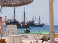 А вот ради чего следует ехать в Тунис -это море. Очень ласковое, теплое, какое-то нежное. Пляж очень приличный.