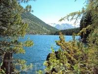 Вид Нижнего озера с тропинки