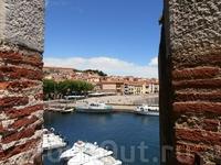 Понимаю Матисса, который поехал в Коллиур (Collioure) порисовать ночное море, да так и застрял там