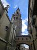 Прямо перед нами - колокольня собора. Высота колокольной башни составила 90 метров. Колокол «Ла Горда» изготовили для храма в 1753 году.