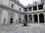 Спланирован Алькасар как традиционный мавританский дворец, в котором основные помещения размещаются по периметру внутренних патио. Этот - Patio de Armas ...