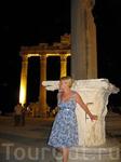 ночной вид древнеримских колонн