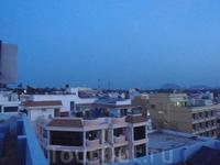 Вид на Каньякумари с крыши.