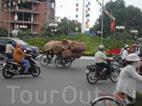Порой были в шоке от того, что вьетнамцы умудряются перевозить на своих мопедах