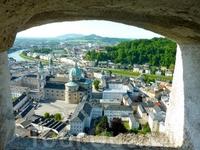 Вид на город из бойницы.