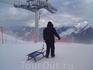 Да , именно так можно даже не умея катать на лыжах , получать удовольствие от катания на санках по самой длинной в мире трассе аж 14км!!!