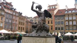 Сирена на рыночной площади старого города