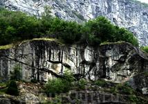 Странные символы на скалах