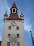 В здании Старой городской ратуши до начала XX в.заседал Городской совет.За ратушей улица ,по которой можно дойти до Ворот Jsartor -XIV в.,минуя  рынок ...