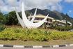 Три белых крыла символизируют единство и гармонию креольского народа, появившегося в результате смешения выходцев с трех континентов: Африки, Европы и ...