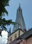 Кривая остроконечная башня церкви Святого Ламберта-один из символов Дюссельдорфа.  Её шпиль деформировался еще в начале XIX века. Историки говорят, что ...