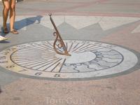 Приморский бульвар. Солнечные часы.