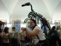Динозавр и я в Геологоразведочном музее