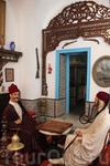 Интерьеры дома. Дочь владельца этого дома сделала из него музей, теперь туристы могут не только гулять по скромным узким улочкам Сиди бу Саида, но и увидеть ...