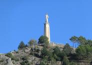 В самой высокой точке города – на холме Сьерро дель Сокорро – стоит памятник-монумент, построенный в середине XX столетия. Это «Святейшее сердце Иисуса» ...
