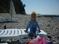 Мой сынулька на пляже Прасковеевки.Надо сказать приехав в Геленджик я не надеялась покупаться в море, решив что будет слишком холодно. Ура!Нам это удалось ...