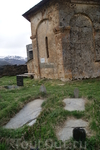 Сванетия. Село Ушгули. Церковь Ламария  Кладбище.