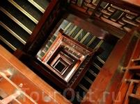 Лестница внутри.
