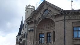 Рижский югендстиль  Рига гордится своей архитектурой, особенно роскошным наследием архитектуры югендстиля, поэтому, гостя в Риге, используйте возможность ...