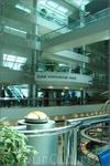 в аэропорту Дубай по соседству с главным торговым залом находятся отели
