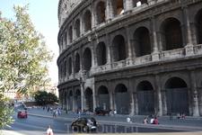 Рим.  Старейший монумент,дошедший до нас  со времен Римской  Империи- Колизей.Строительство начал  император Веспасиан   из  рода  Флавиев  в 72 году нашей ...