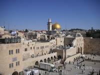 В Храме Гроба Господня. Вид сгалереи храма на мечеть и Стену плача