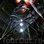 Это самая, самая, самая шикарная шахта лифта i've ever seen! Находится в Астрономической башне.