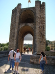 Бесалу. Городские ворота