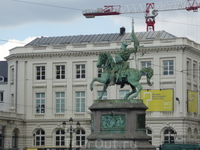 Брюссель. На  Королевской  площади  памятник-конная  статуя Годфриду  де  Булон,первому  правителю  Иерусалима. Подробно о нем в  описании к  фото  под ...