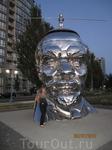 Lenin...a na golove kajetsea Kim Chen Ir... kitaiskii raion...Richmond, Vancouver