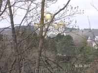 Поднимаемся на Сосновую горку; вид на собор с площадки, примерно на средине подъема