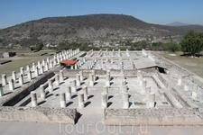 Панорама Сгоревшего дворца. И отчасти восстановленные колонны Паласио Кемадо.