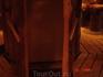 это холодильник под столом, ни за что бы не нашла самостоятельно)))