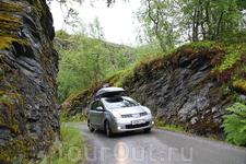 Еще немного фотографий норвежских дорог. Это Knuten,  недалеко от Гейрангера.