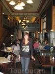 Central Café - одно из старейших «венских» кафе в Будапеште. Много туристов, учтивые официанты, интерьер радует глаз, а пирожные и торты - еще рот и нос ...