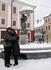 На Ратушной площади у фонтана.