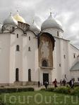 Cобор святой Софии  (1045—1050 гг.) Выстроенная сыном Ярослава Мудрого – новгородским князем Владимиром в 1045 – 1050 годах, София уже в ЗО-х годах ХII века перестала быть княжеским храмом, превративш