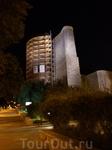 Самый старый символ Баку- милая девичья башня-реставрируется, но внутрь мы попали.