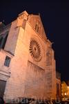 Кафедральный собор святого Маврикия (Cathédrale Saint-Maurice) В 16 веке архитектор Жан Делеспин украсил обе башни, фланкирующие фасад, галереей рыцарей ...