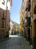 Узкая улица, яркие домики, затейливые фонарики - все, что я люблю.