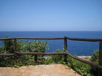 Отдыхаю и смотрю на море