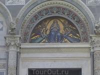 2177Пизанский Собор, Мозаика над входом..