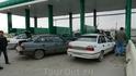 Заправка газом-за 30 мин, за бензином можно несколько часов простоять.