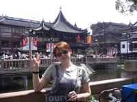 Шанхай во всей красе. А в центре города - старина