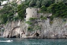 Еще одна башня 13 века, частная вилла.