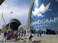 L'Oceanogràfic - самый большой в Европе океанариум площадью 110 000 метров кв. и объемом воды 42 млн. литров. Дизайнерами этого здания были Alberto Domingo ...