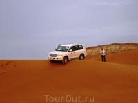 А это наша машинка. Кстати, как нам рассказал гид такой дождь в пустыне бывает раз в 2-3 года! так что нам действительно повезло!