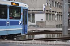 Когда подъезжает трамвай фонтан не бьёт.